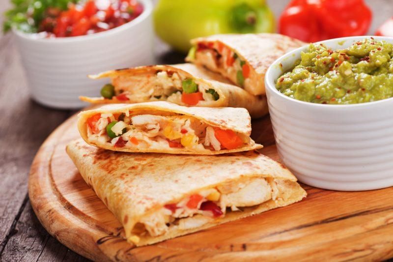 Кесадилья с курицей и сыром: рецепт от шефа