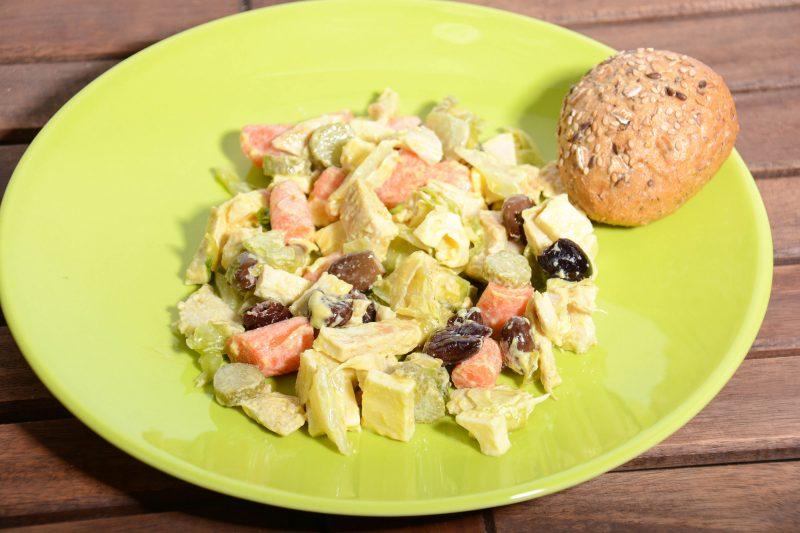 Итальянский хлебный салат с оливками и овощами