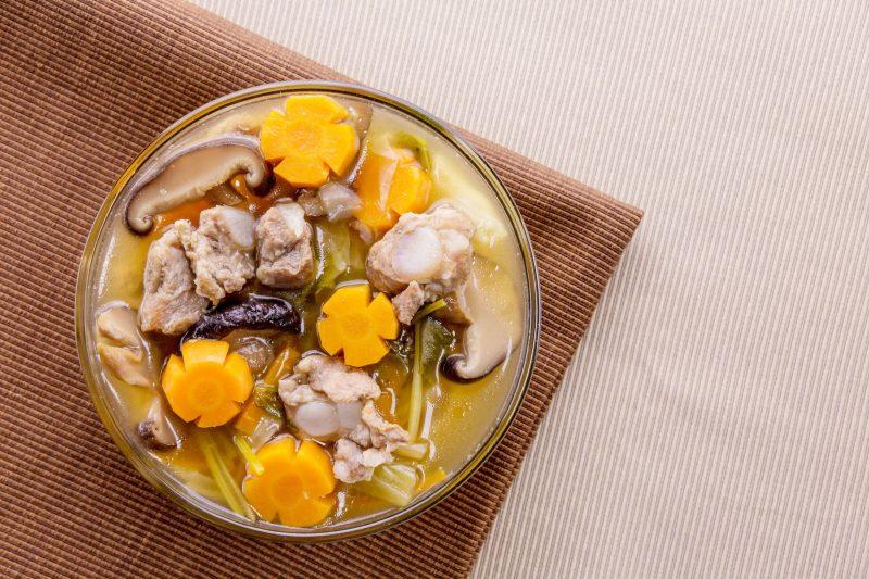 Куриный суп с капустой и грибами