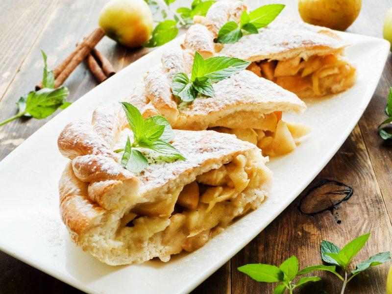 Готовим вкуснейший десерт с яблоками и грушами