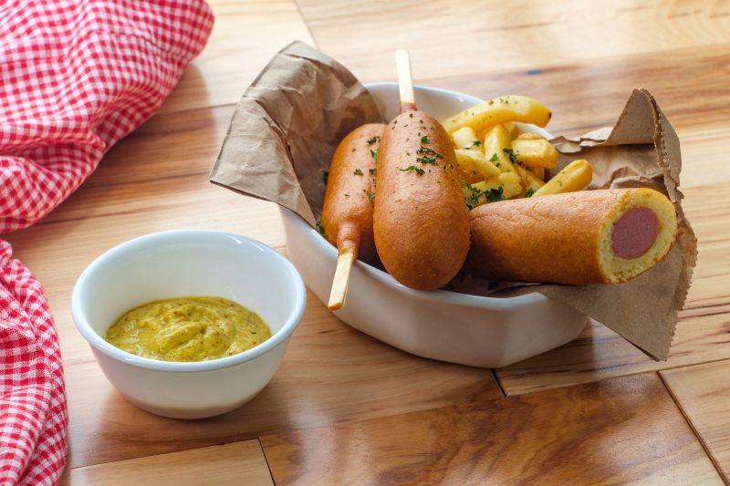Сосиски в кляре: рецепт с фото