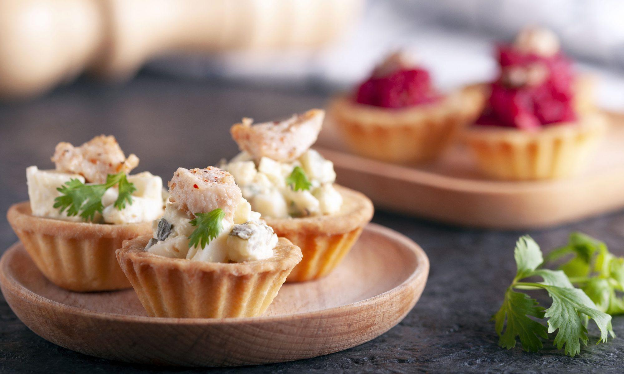 Жульен с грибами и курицей в тарталетках