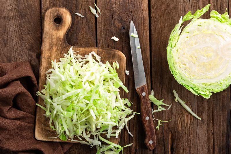 Как вкусно пожарить капусту свежую на сковороде