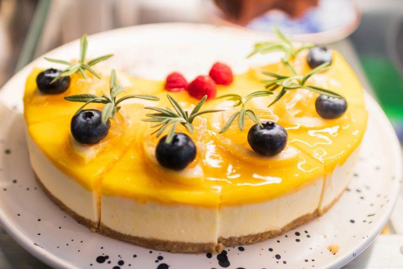 Манговый новогодний десерт без выпечки