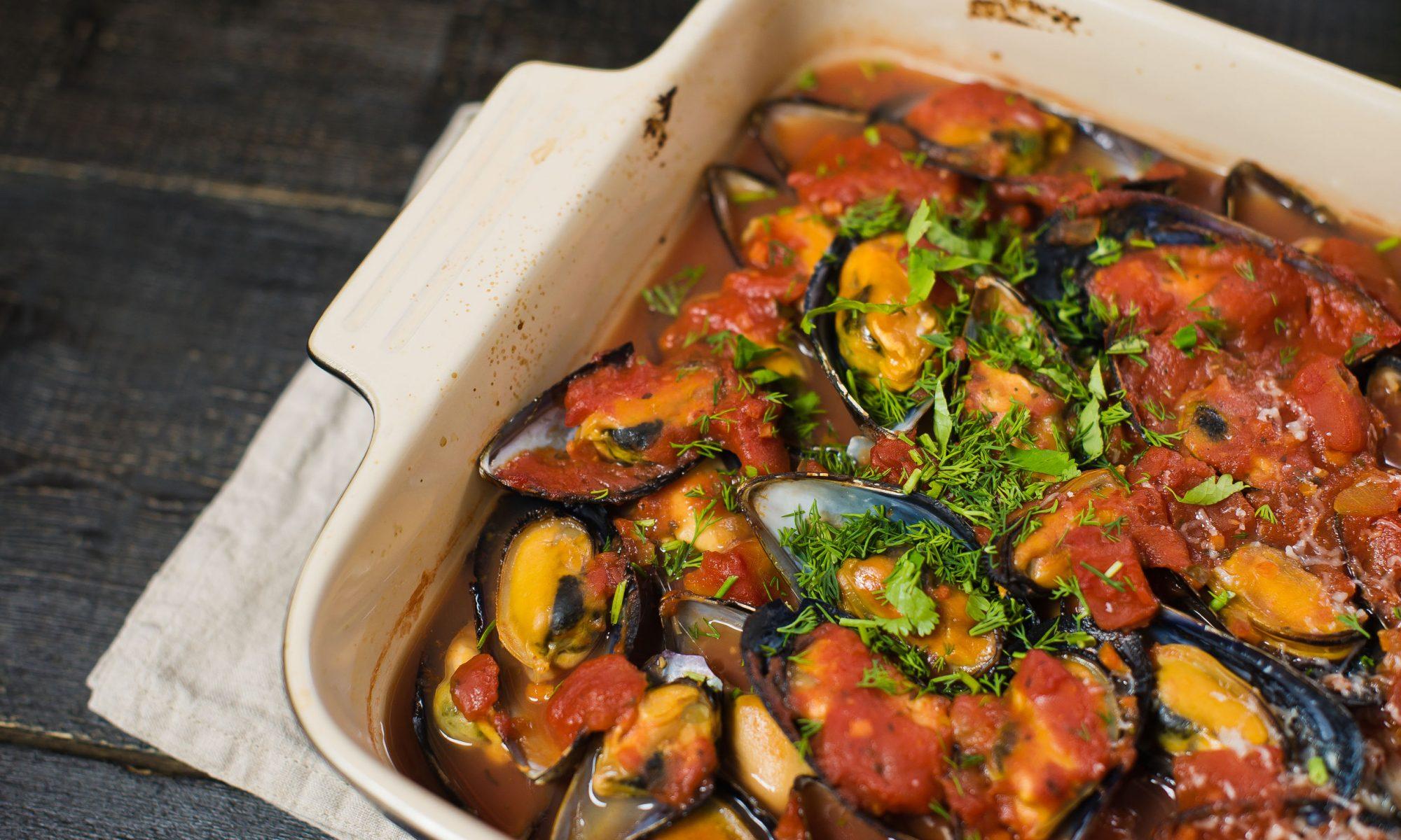 Мидии в томатно-чесночном соусе: простой рецепт