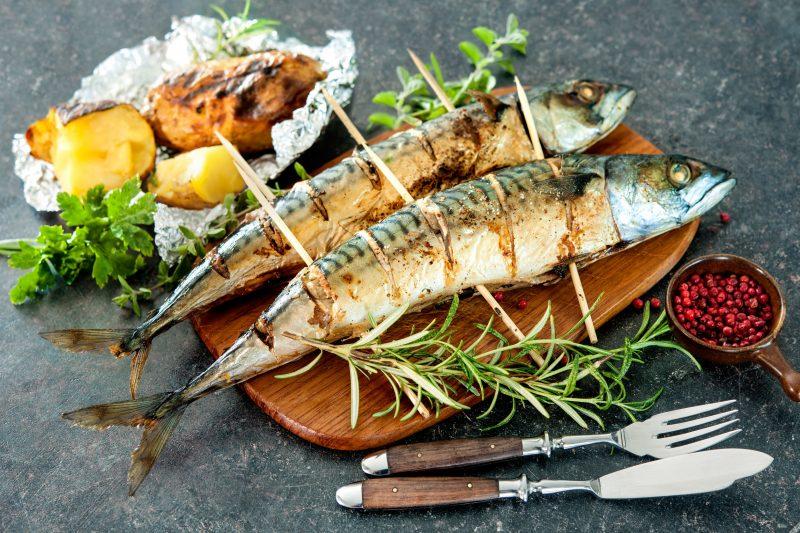 Жареная скумбрия на сковороде: рецепт с фото