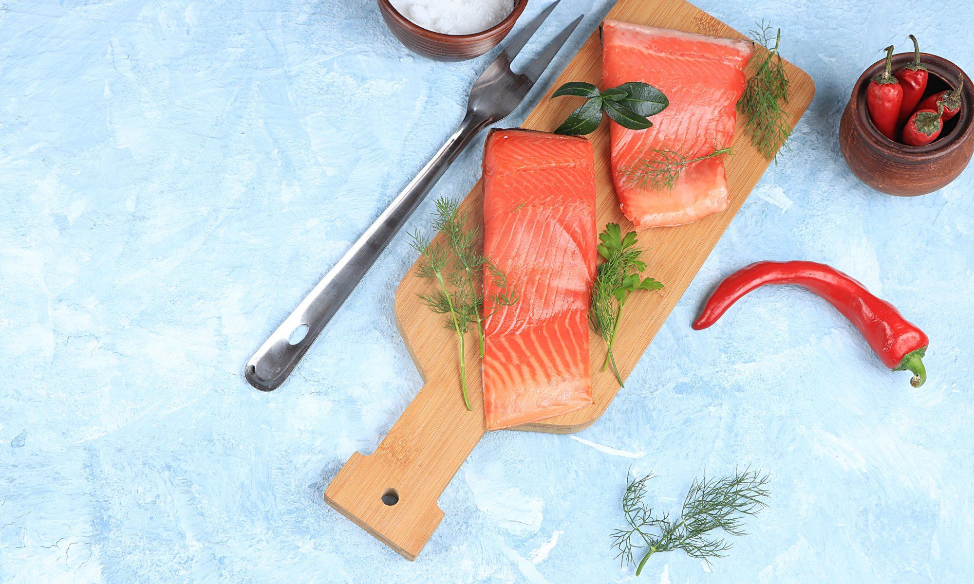 Пожалуй, все любители рыбы будут в восторге от горбуши малосольной: приготовить дома такую закуску не составит большого труда.
