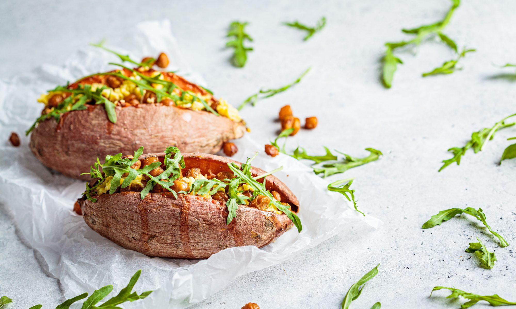 Запеченный картофель, фаршированный сыром фета