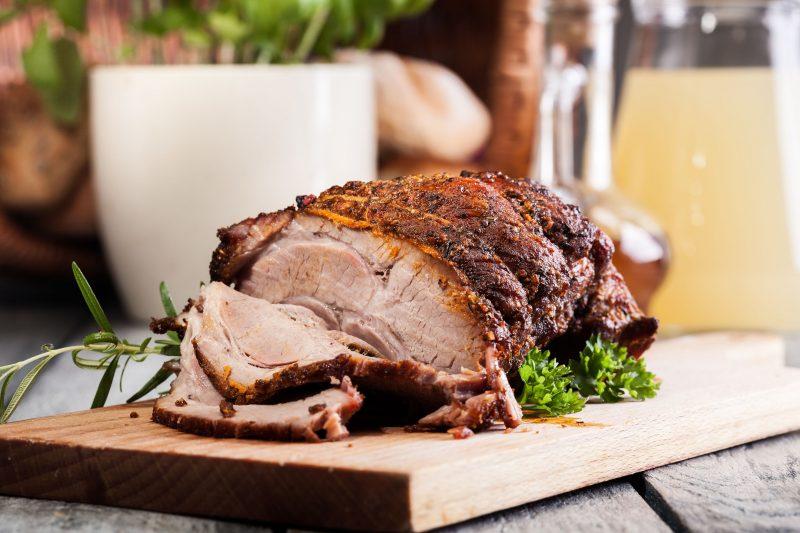 Как лучше запечь мясо в духовке, чтобы свинина стала сочной