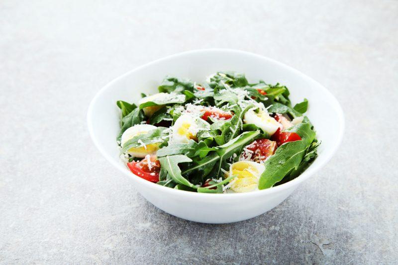 Полезный салат из перепелиных яиц