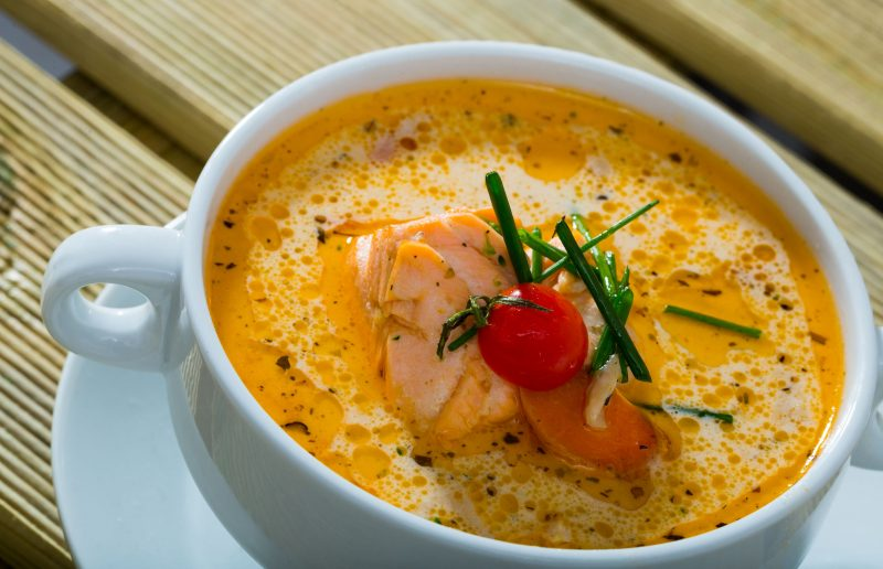 Суп из форели с помидорами и чили