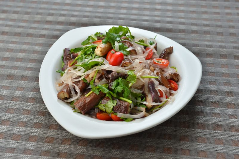 Салат из маринованных грибов с луком