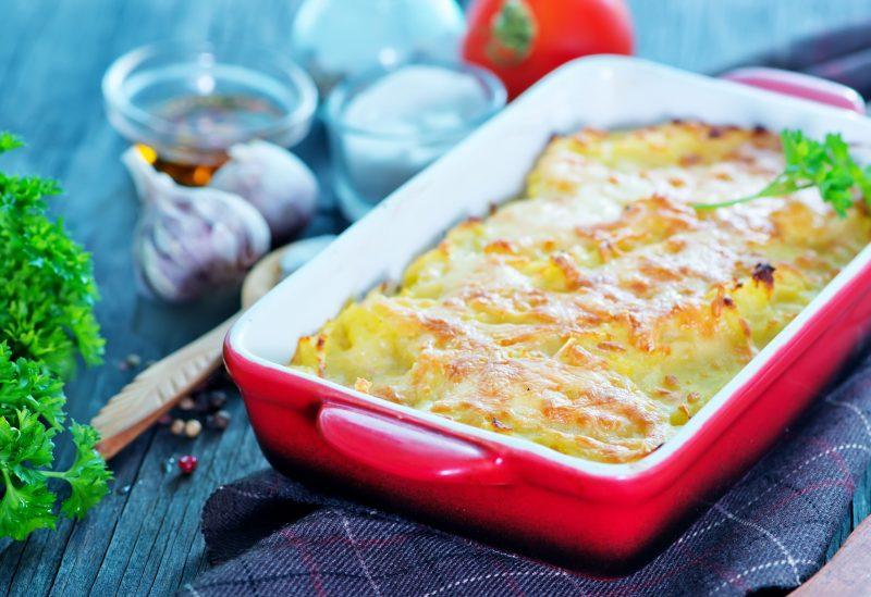 Ароматный картофель, запеченный с куриным филе
