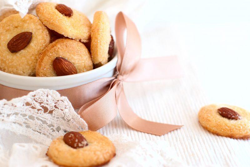 Ароматное песочное печенье с миндалем