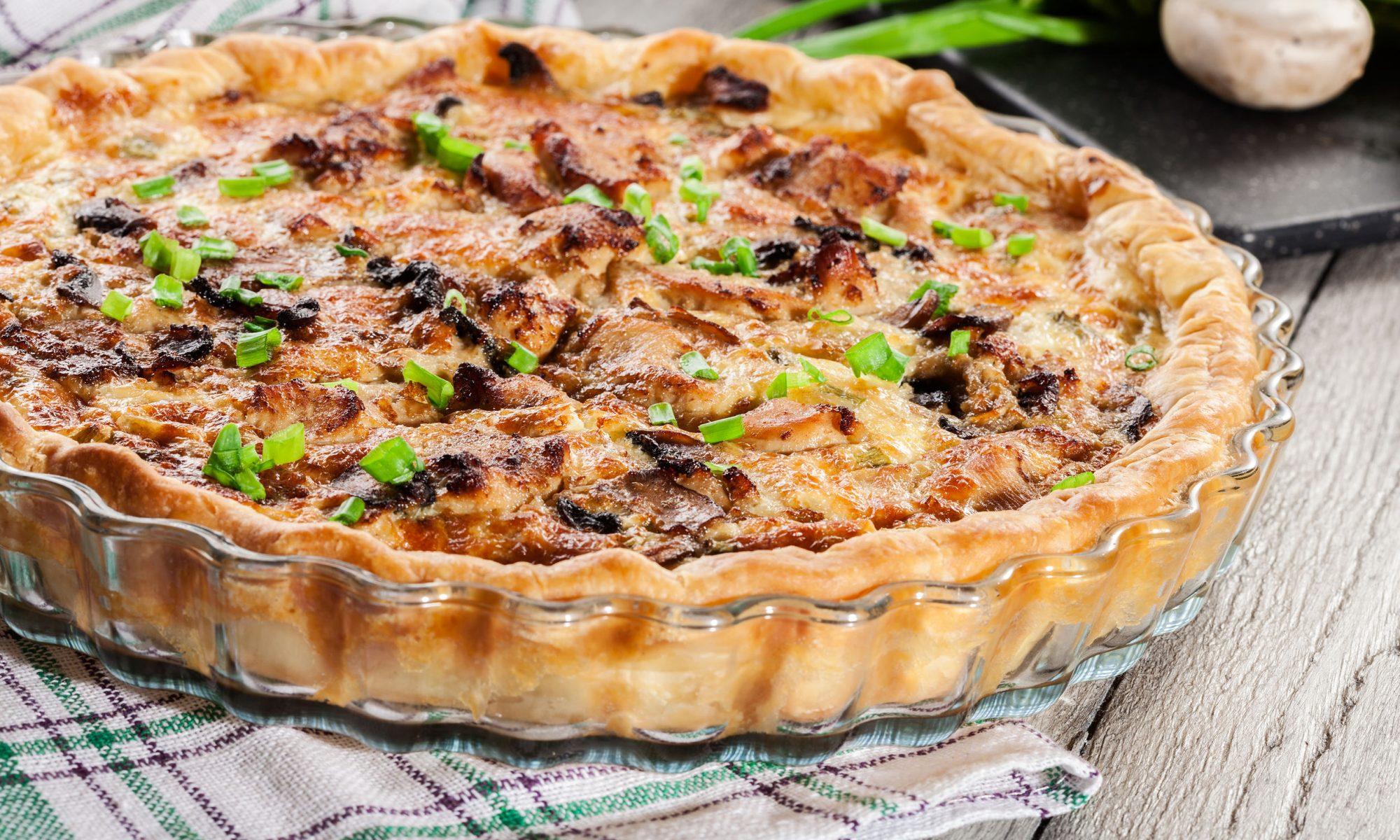 Традиционный лоранский пирог с грибами и курицей