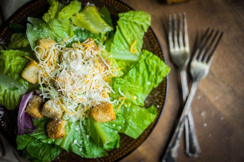 Салат «Цезарь»: простой рецепт