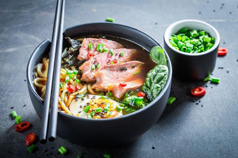 Лапша удон с курицей и овощами в соусе терияки