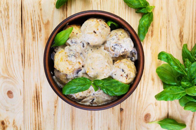 Нежные тефтели с грибным соусом: рецепт