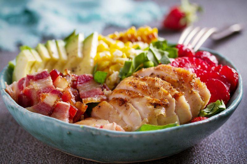 Салат с куриной грудкой Кобб