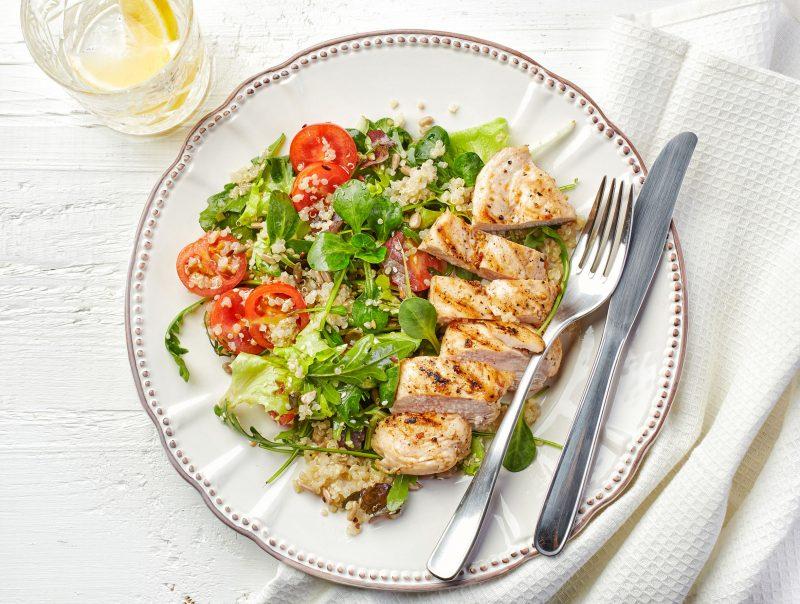 Нежный салат с курицей и киноа