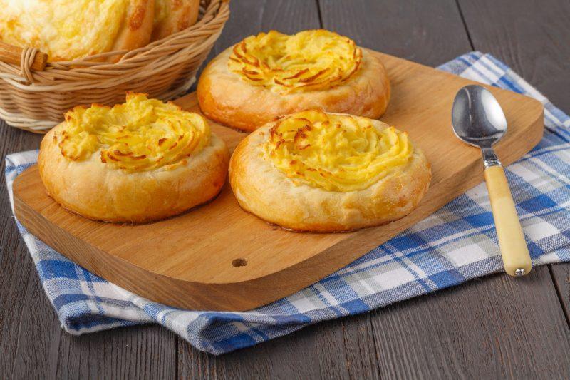 Простой рецепт шаньги с картошкой на дрожжевом тесте