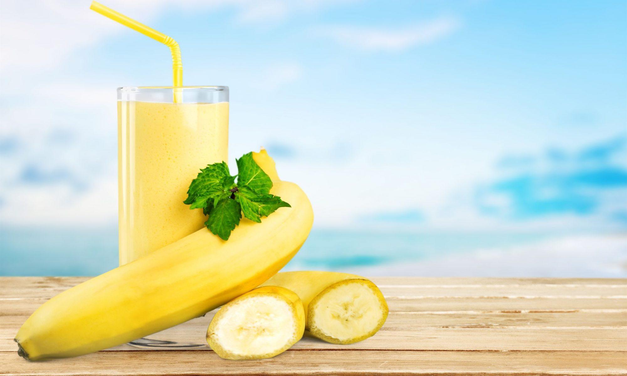 Коктейль из молока и банана