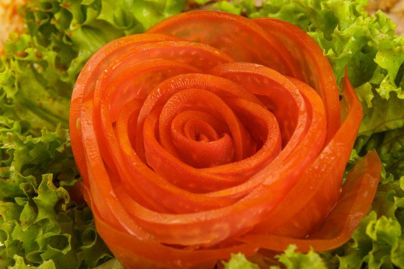 """Закуска """"Букет роз"""" из помидоров"""