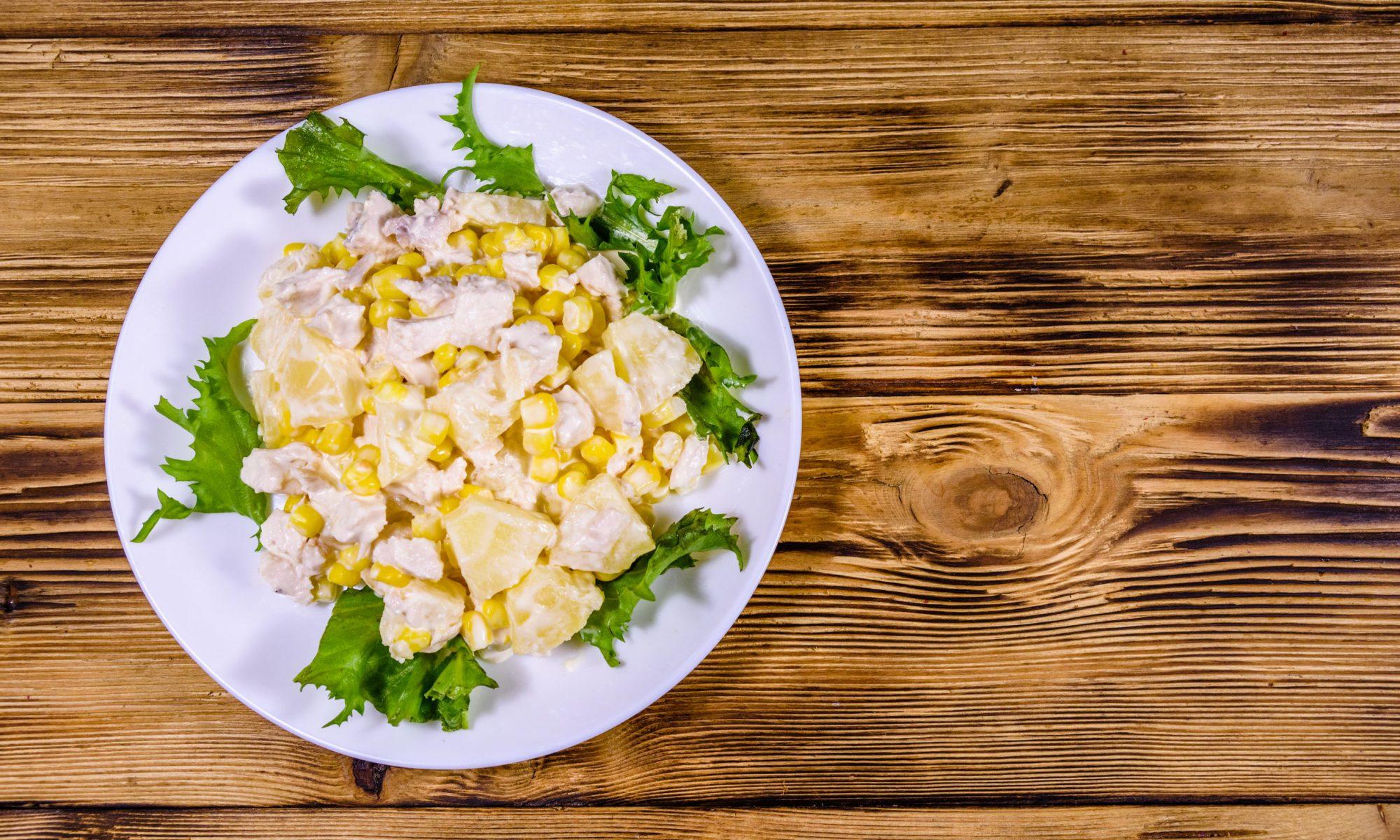 Простой рецепт салата из ананаса с курицей