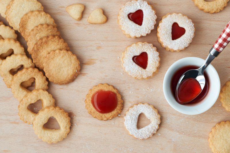 Песочное печенье с вареньем и крошкой