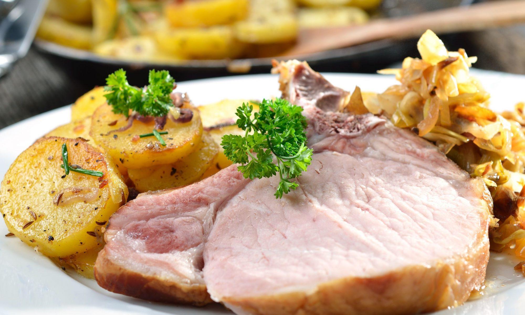 Рулька в духовке с картошкой: рецепт идеального ужина