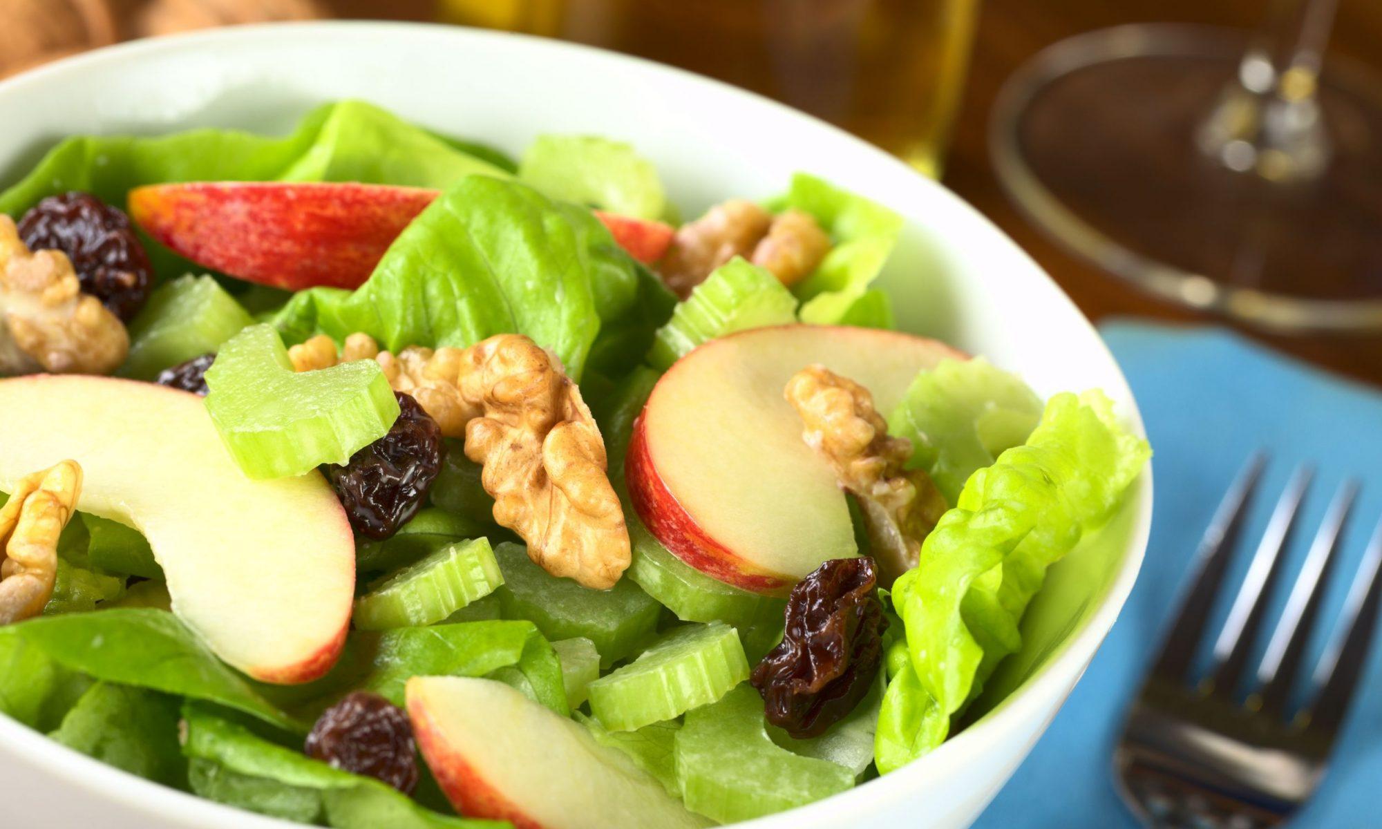 Салат из яблок и грецких орехов