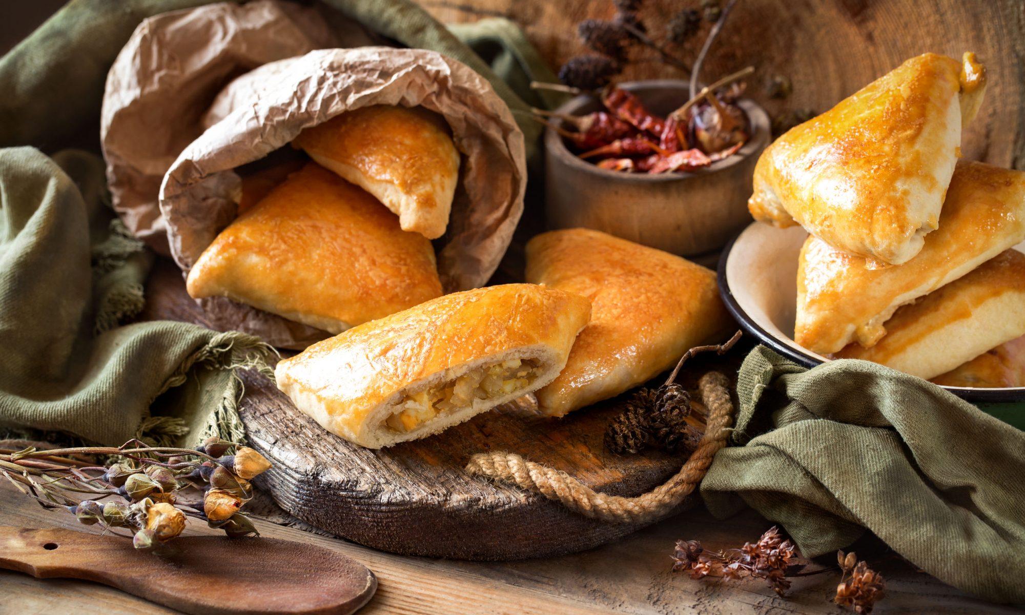 Пышные пирожки с капустой и яйцом