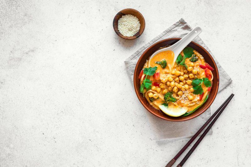 Легкий вегетарианский суп из нута