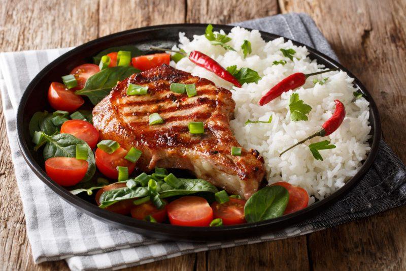 Сочный стейк из свинины на сковороде-гриль