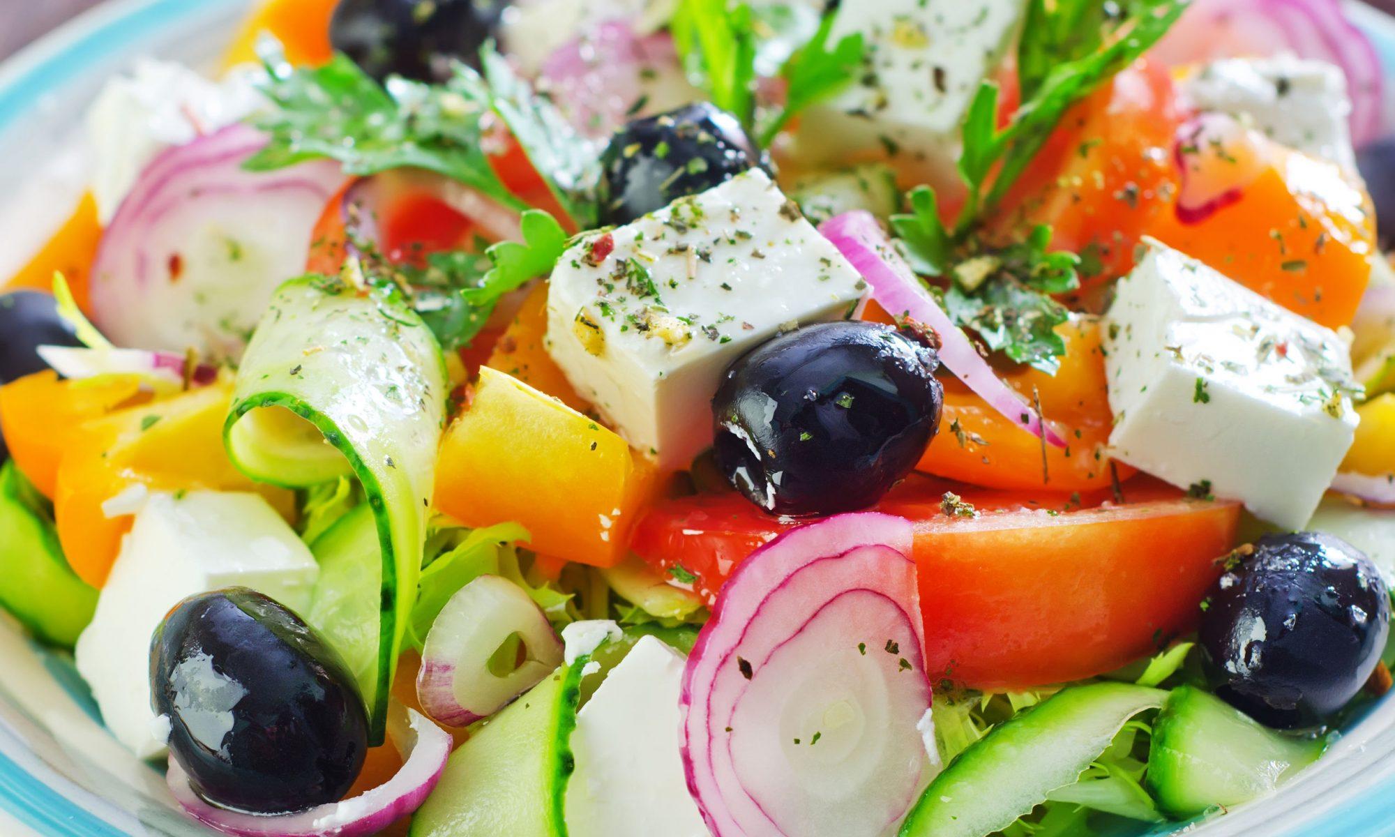 Салат к шашлыку из помидоров с травами
