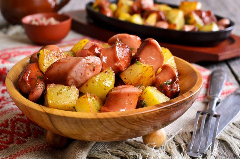 Картошка с сосисками в мультиварке