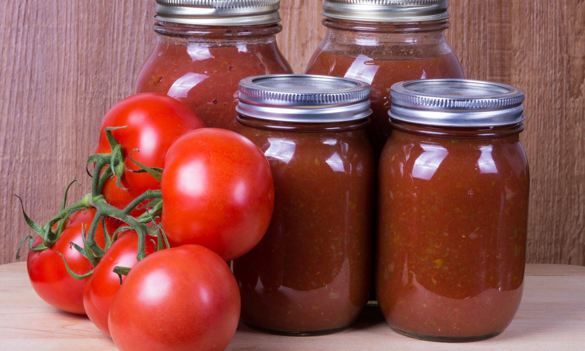 Домашняя заготовка – помидоры с хреном без варки
