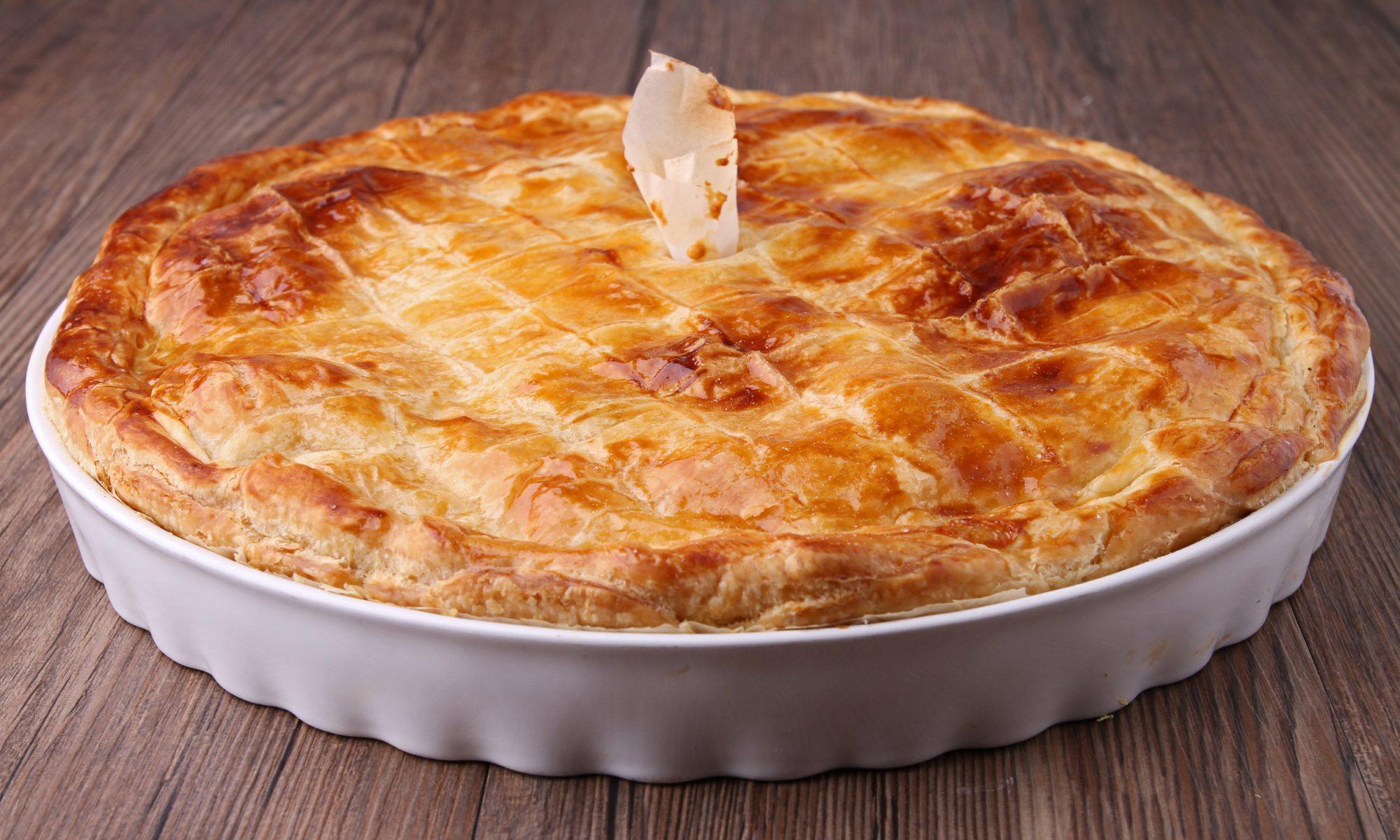 Домашний пирог со щавелем и лососем