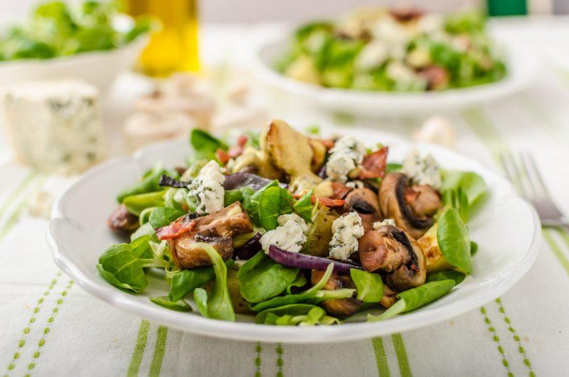 Как приготовить зеленый салат с молодым картофелем