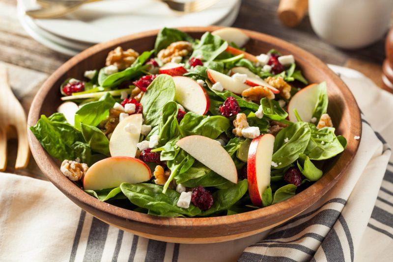 Салат из шпината: рецепты приготовления