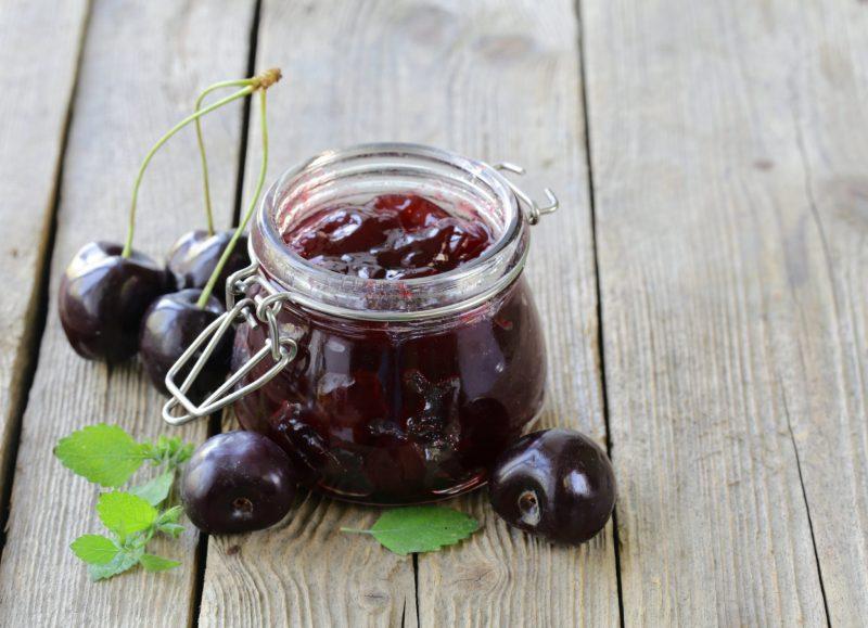 Рецепт варенья из черешни с грецкими орехами