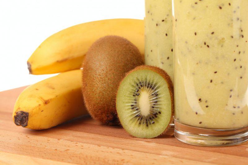 Простой смузи банан киви