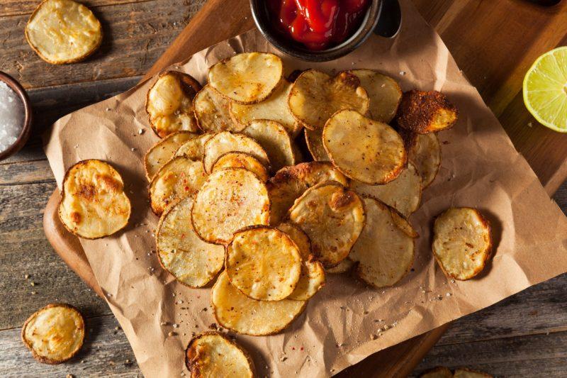 Хрустящие домашние чипсы с паприкой