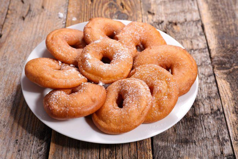 Воздушные пончики на кефире и дрожжах
