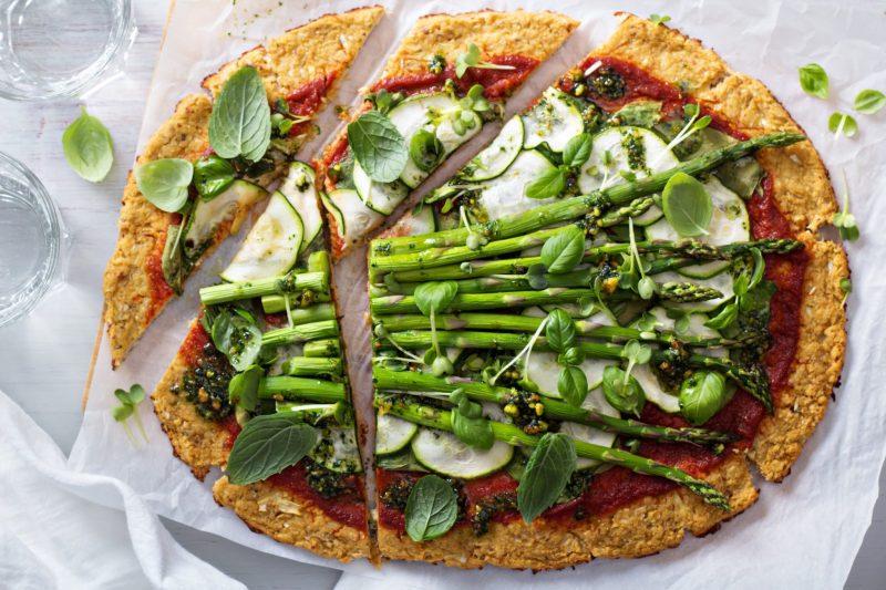Простая и вкусная пицца из кабачков на сковороде