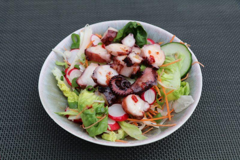 Салат из кальмара и свежего огурца
