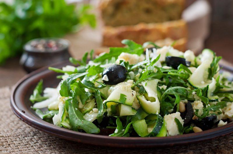 Как приготовить зеленый салат с тартаром из цуккини