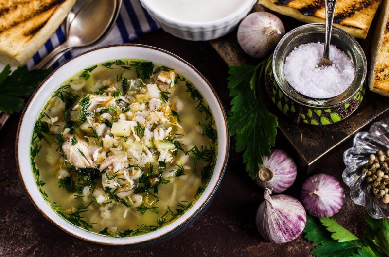 Зеленые щи: рецепт на мясном бульоне