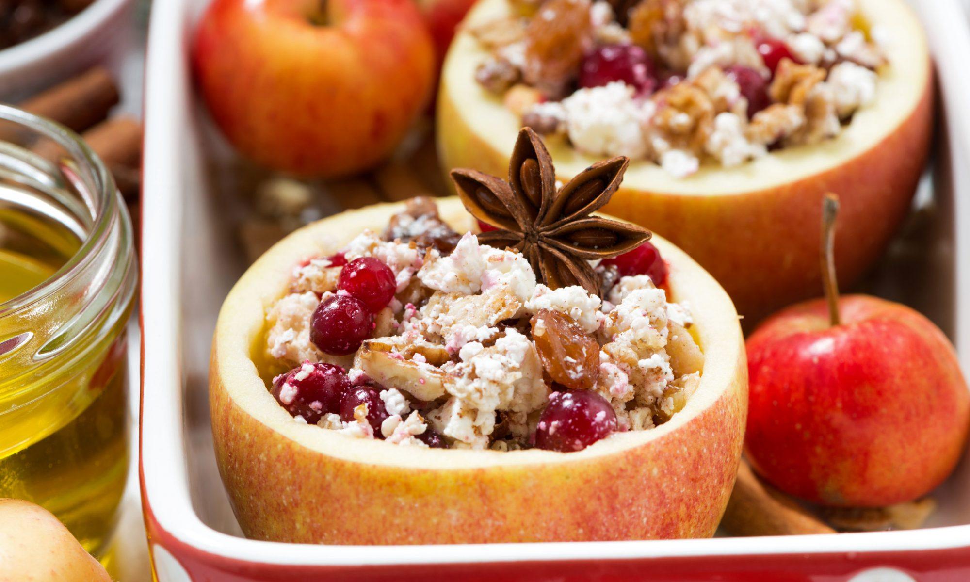 Запеченные яблоки с творогом: рецепты от Шефмаркет