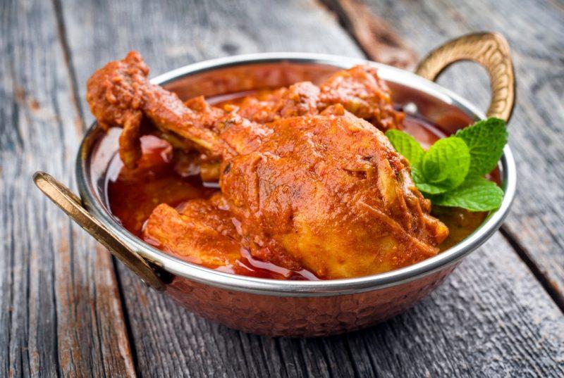 Тушеный цыплёнок в собственном соку с чесноком